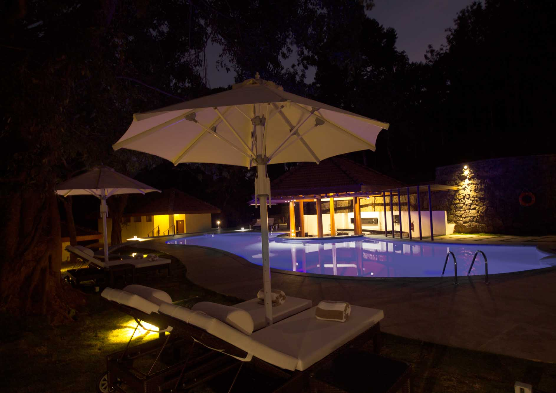 swimming-pool-with-bar-and-relaxing-chairs