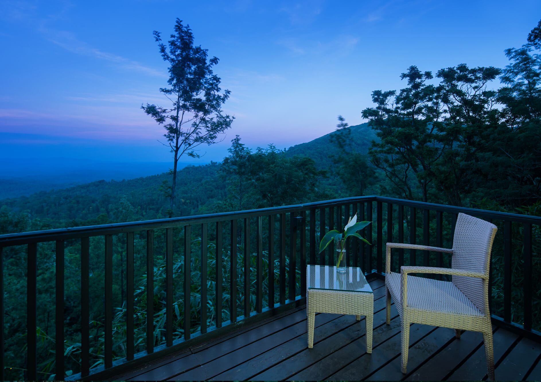 chair-in-balcony-with-nature-view
