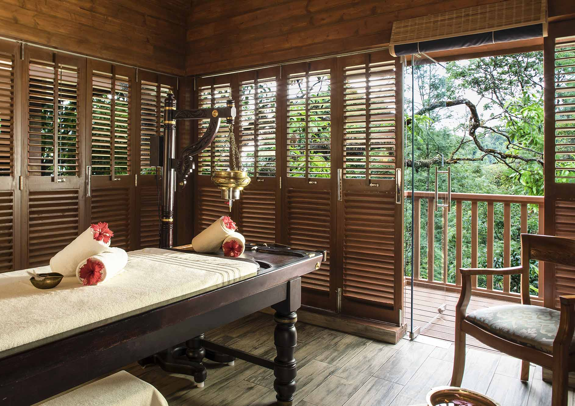 Luxury-ayurvedic-spa-massage-with-nature-view