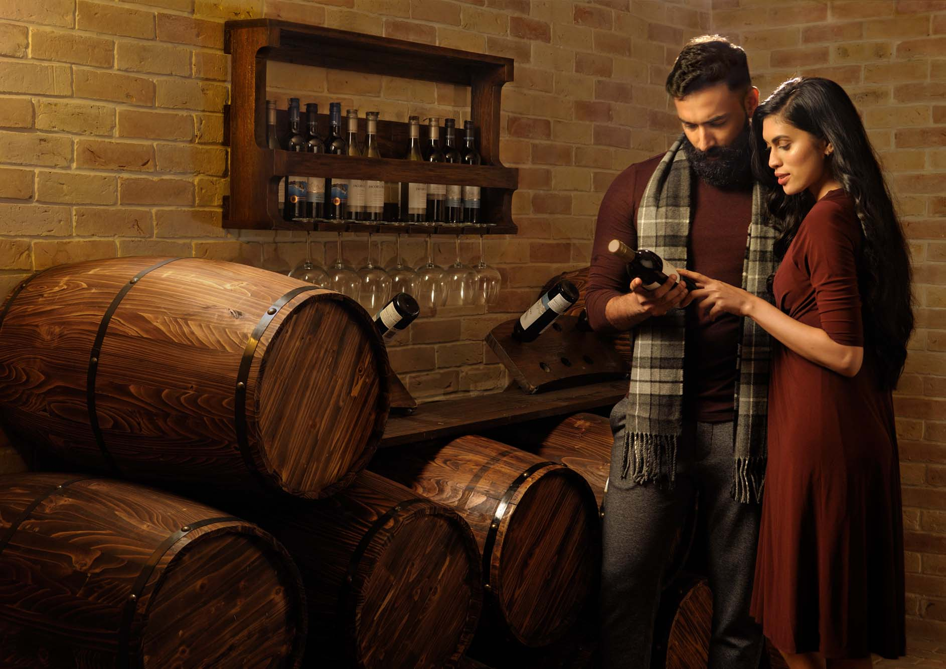 Beautiful-young-couple-is-talking-while-choosing-wine-at-the-tamara-kodai